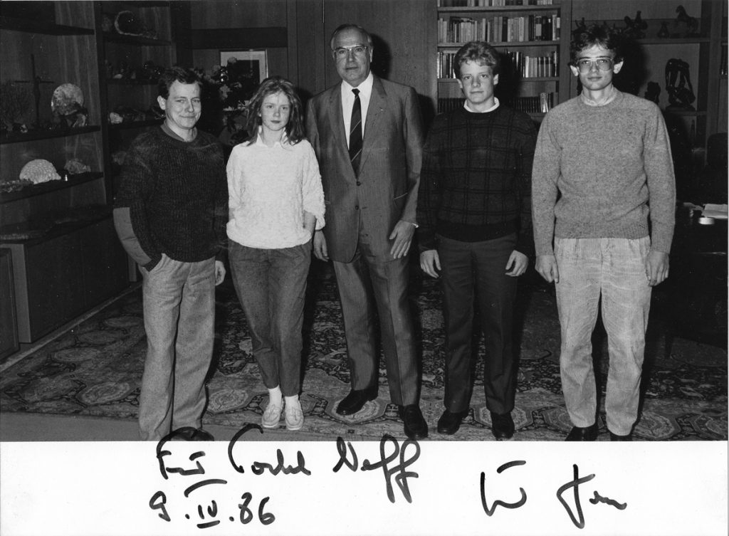 Helmut Kohl and Congress-Bundestag students in 1986